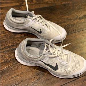White training Nike's